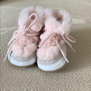 GAP baby girl bootie 0-3 NWT